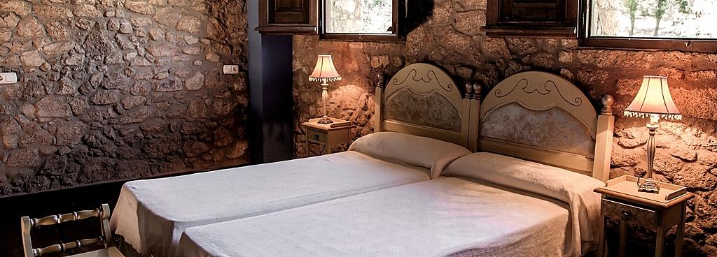 foto web habitación cama a velha fabrica